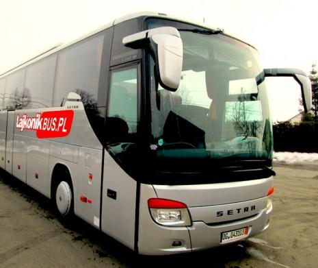 Autobus do Muzeum Auschwitz